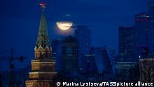 Russland | Vollmond über Moskau