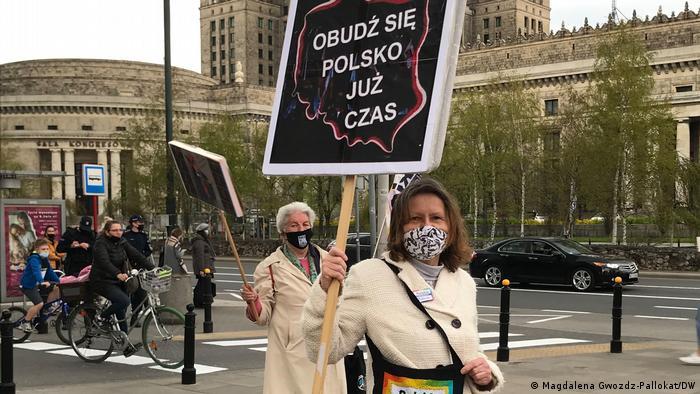 Прокидайся, Польще, вже час! - закликають активістки в центрі Варшави