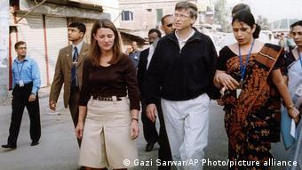Bill e Melinda Gates em visita a Bangladesh em 2005