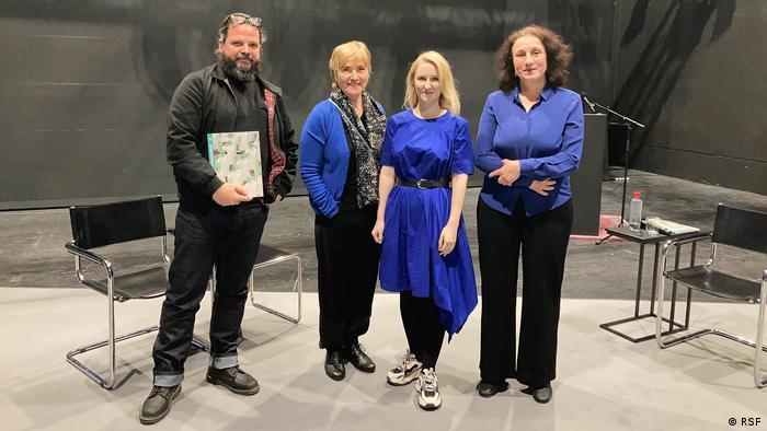 Участники дискуссии в Берлине (слева направо): журналист Инго Пец, актриса Рут Райнекке, фотожурналист Виолетта Савчиц, представитель RSF Джемма Перцген
