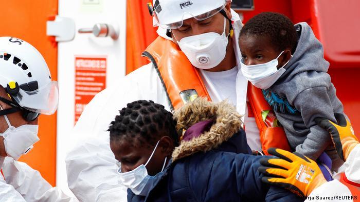Weltspiegel   Spanien Küstenwche rettet Migranten aus dem Mittelmeer