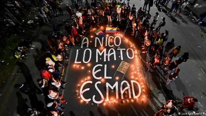 Foto de protestas por la muerte de un joven en Colombia