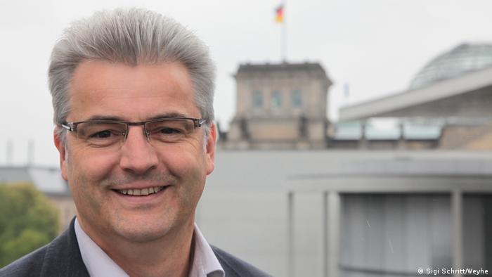 Aksel Knerig (CDU) smatra da se socijalna zaštita sezonskih radnika znatno popravila