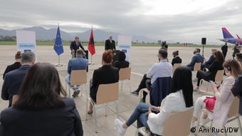 Albanien Olivér Várhelyi besucht Tirana