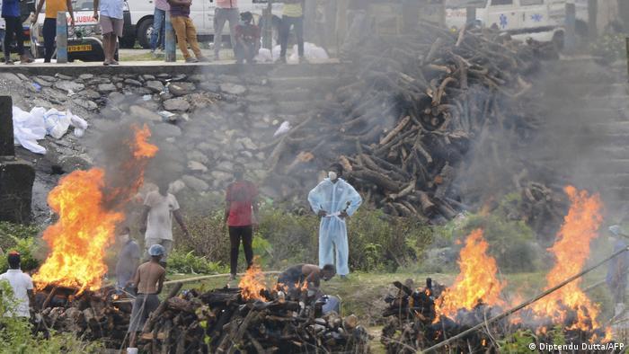 Спалення в Індії померлих, у яких підтвердили зараження коронавірусом