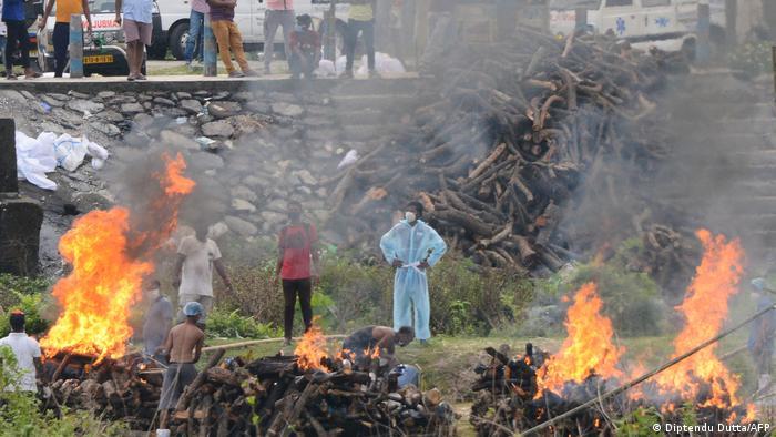 Indien Corona-Situation | Sahudangi Krematorium