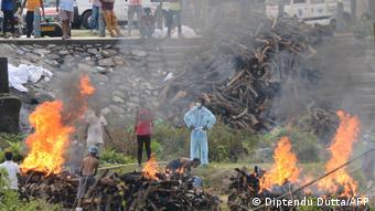 Костры на площадке для кремации тел покойных