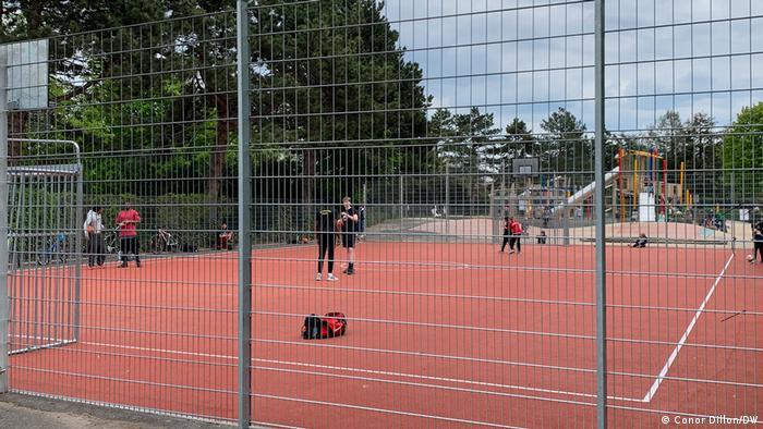 Deutschland Basketball- und Spielplatz in der Bonner Rheinaue