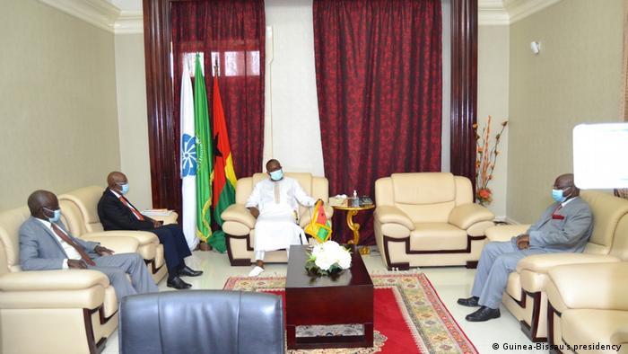 Guinea-Bissau Treffen zwischen Umaro Sissoco Embaló, Paulo Sanhá, Fernando Gomes und Iaia Djaló