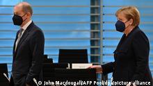 5.5.2021, Berlin, Deutschland, Bundeskanzlerin Angela Merkel (CDU) und Olaf Scholz (SPD), Bundesminister der Finanzen, treffen zur wöchentlichen Kabinettssitzung im Kanzleramt ein. +++ dpa-Bildfunk +++