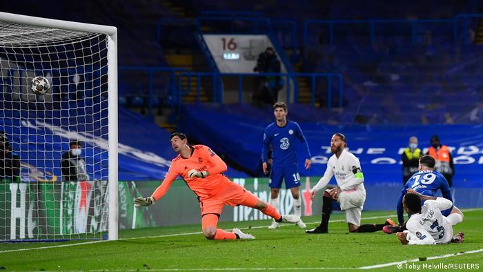 ماسون ماونت يسجل الهدف الثاني لتشيلسي في مرمى ريال مدريد في الدقيقة 85. (5/5/2021)