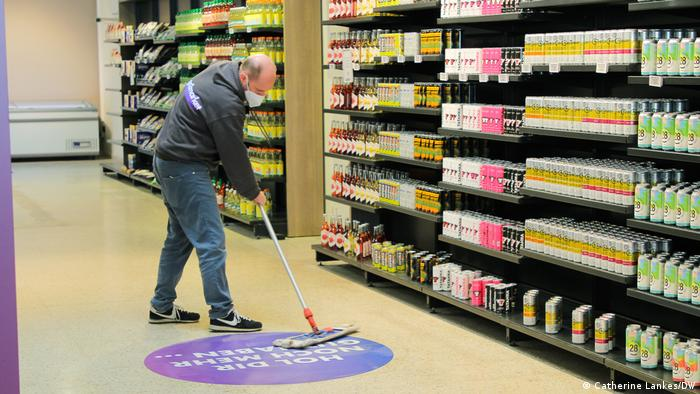Ordnung und Sauberkeit - auch darauf achten sie im Test-Supermarkt