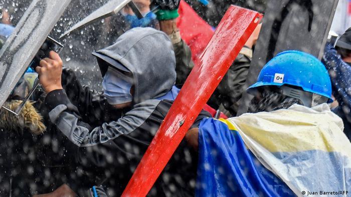 Weltspiegel 6.5.21 | Kolumbien Protest gegen Regierung Duque in Bogota