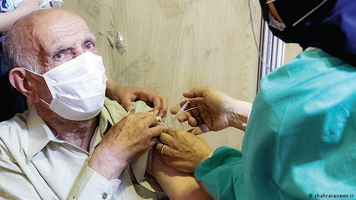وزارت بهداشت مجموع واکسنهای تزریق شده در کشور را دو میلیون و ۵۶ هزار و ۵۹۸ دوز اعلام کرده است