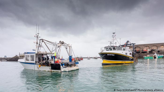 Großbritannien Insel Jersey   Hafen Blockade französische Fischerboote