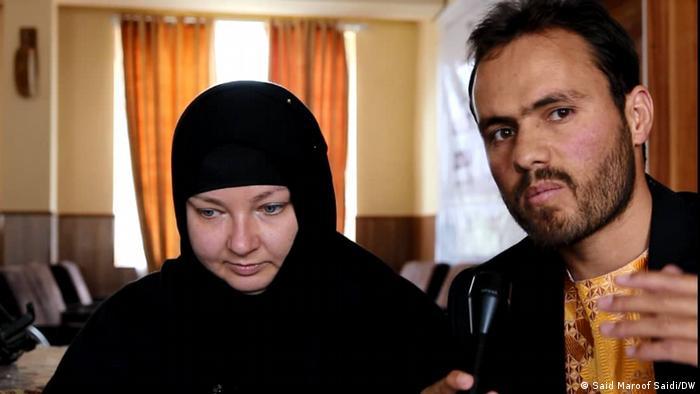 شوهر این بانو محمد نادر یکی از باشنده های ولایت غور می باشد. وی گفت که از شش ماه به این سو با این خانم از طریق شبکه های اجتماعی آشنا شده و سپس او را به ولایت غور دعوت کرد.