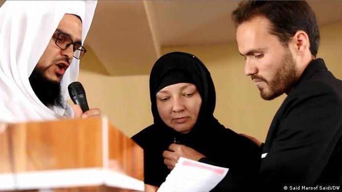 یک زن پولندی که از طریق شبکه های مجازی عاشق یک مرد افغان شده بود، به افغانستان سفر کرده و در ولایت غور دین اسلام را پذیرفت.