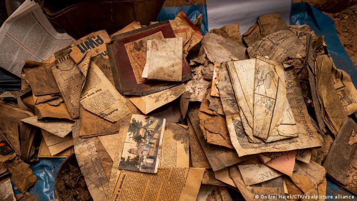 Papéis e fotos antigos