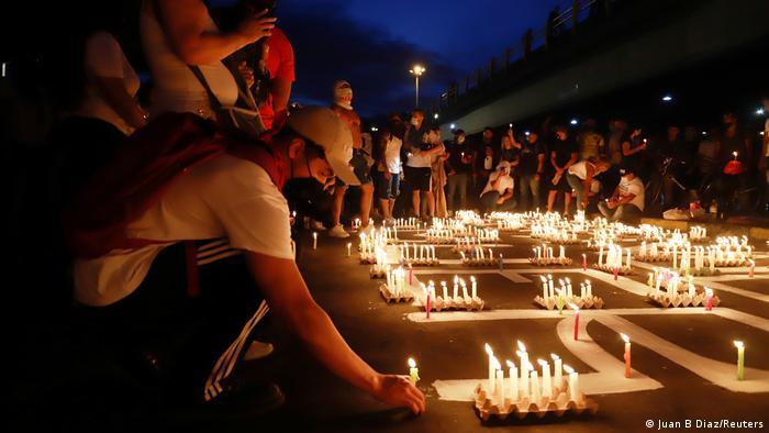 Homenaje a los 39 muertos por represión policial en las protestas en Colombia.