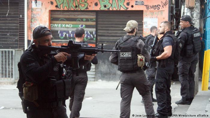Policías en Río de Janeiro.