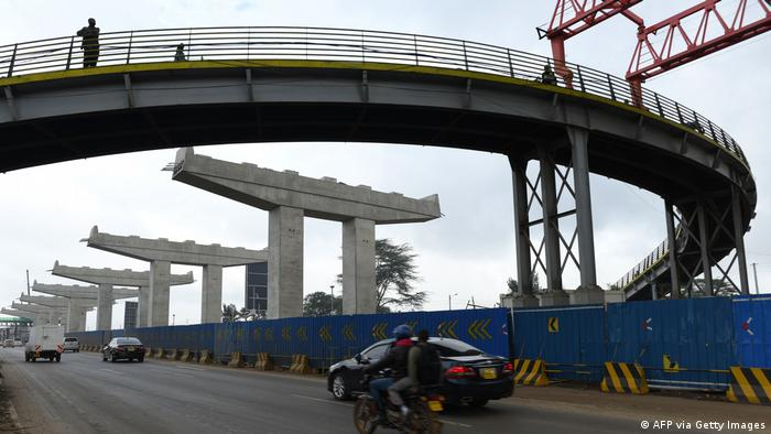 Afrika - China | Chinesische Firma baut Strassen in Kenia
