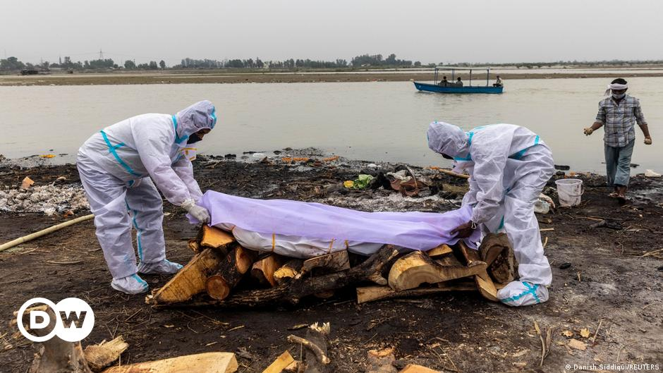 India: Bodies of suspected COVID-19 victims wash up on Ganges riverbanks