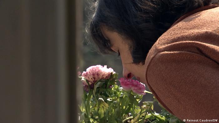 Artikelfotos: Geruchsverlust wegen COVID-19 - plötzlich wie in einer Hülle leben