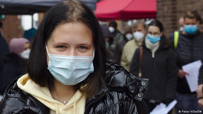 Angelina čeka da se vakciniše