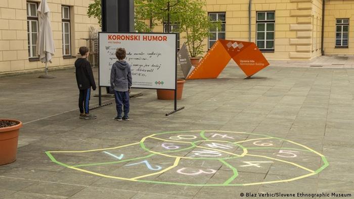 Slowenien Ljubljana | Ausstellung Covid Makes History in der Slowenisches Ethnographisches Museum.