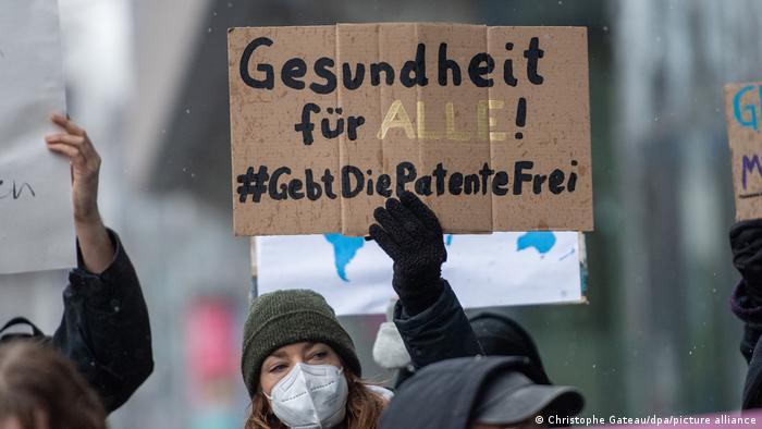 Almanya'daki gösterilerden: Herkese sağlık- Patent hakkından vazgeçin