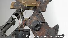 DW Kultur21 - Geige aus Waffenteilen von Pedro Reyes Disarm