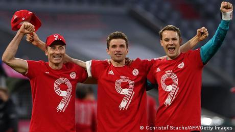 أفلح وبرت ليفاندوفسكي وزملاؤه في الاحتفاظ على لقب بطولة الدوري الألماني للموسم التاسع على التوالي