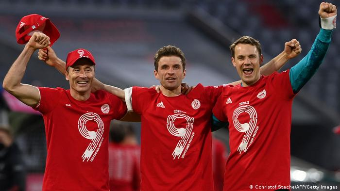 Bayern Munich ăn mừng chức vô địch Bundesliga