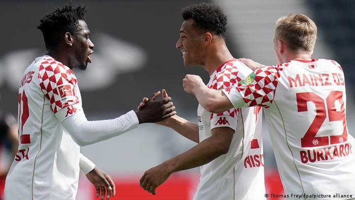 ماينتس يفرض التعادل على فرانكفورت الذي يسعى للتأهل لدوري أبطال أوروبا للموسم القادم