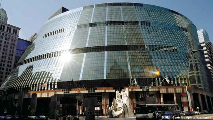 در تامسون سنتر که در ماه مه سال ۱۹۸۵ افتتاح شد، دفاتر دولت فدرال ایلینوی آمریکا قرار گرفته است.