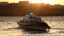 Italien |Küstenwache im Hafen von Lampedusa