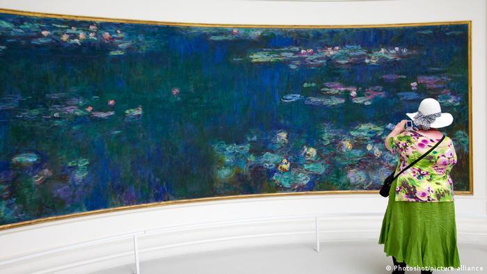 Gigantske slike lokvanja u Muzeju Oranžeri