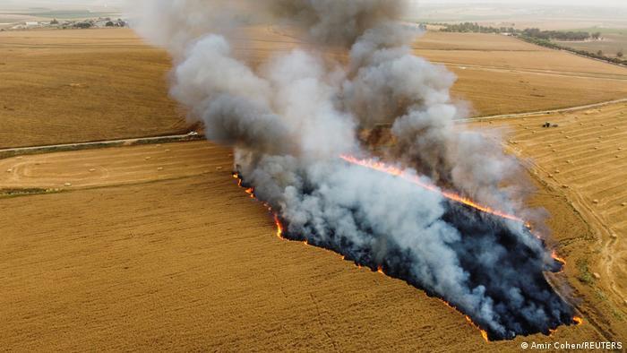 آتشسوزی در مزارع گندم نیر عام واقع در جنوب اسرائیل همزمان با اعتراضها در اورشلیم (بیتالمقدس). عامل این آتشسوزیها بالنهای آتشزای دستسازی هستند که از سوی نوار غزه بسوی اسرائیل فرستاده میشوند.