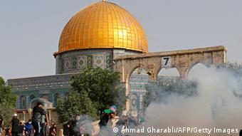 Ίντιφάντα του Αλ Ακσα. Παλαιστίνιοι διαμαρτύρονται εναντίον της εισβολής της ισραηλινής αστυνομίας στο χώρο έξω από το Τέμενος