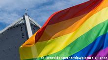 Aktion #liebegewinnt Autobahnkirche St. Christophorus Regenbogenfahne