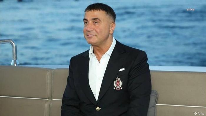 زعيم المافيا التركية سادات بكر يبعث برسائل فيديو خطيرة من منفاه