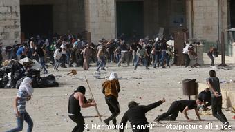 Εκατοντάδες Παλαιστίνιοι τραυματίες σε συγκρούσεις με την ισραηλινή ασυτνομία έξω από το Τέμενος Αλ Ακσά