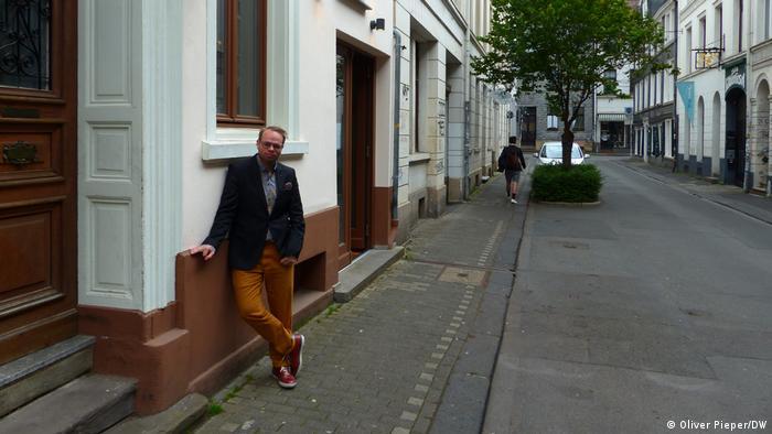 Lind pred partijskim kancelarijama u Vupertalu