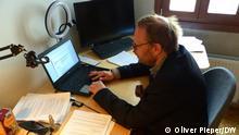 Helge Lindh in seinem Parteibüro, SPD-Politiker, der im Netz sogar Morddrohungen erhält. 10.05.2021, Wuppertal