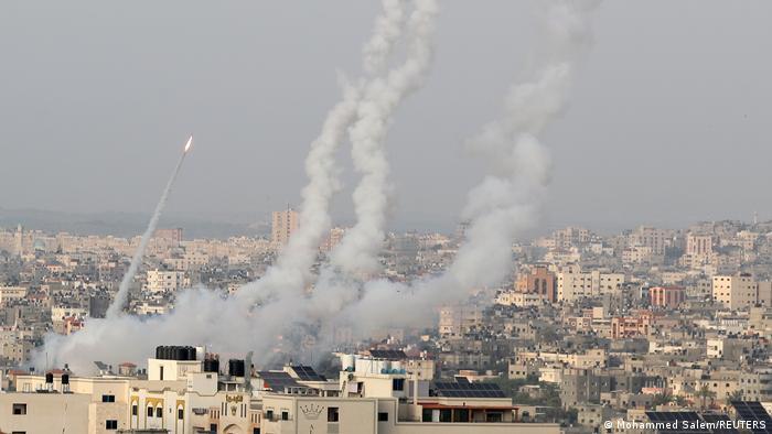 قذائف صاروخية أطلقتها كتائب القسام على إسرائيل