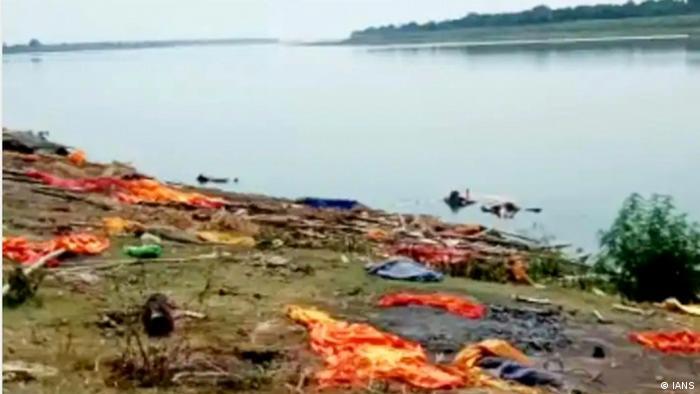 Трупове по бреговете на река Ганг