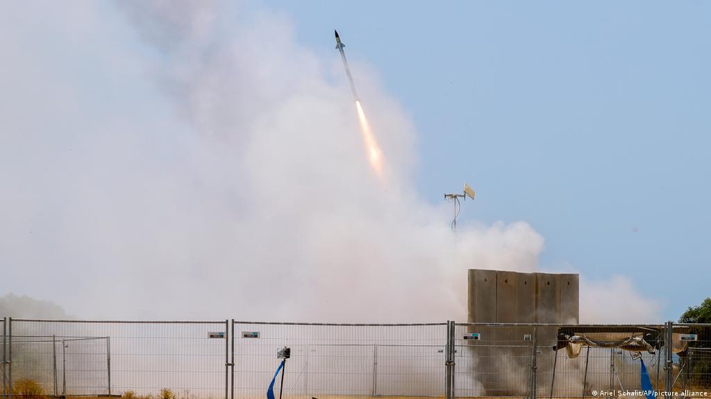 ردا على إطلاق صواريخ.. إسرائيل تشن غارات ″واسعة واستثنائية″ على غزة | أخبار  DW عربية | أخبار عاجلة ووجهات نظر من جميع أنحاء العالم | DW | 11.05.2021