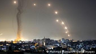 Ракеты в ночном небе над Израилем