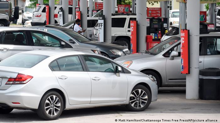 Drivers fill their tanks at a gas station in East Ridge, Tennessee