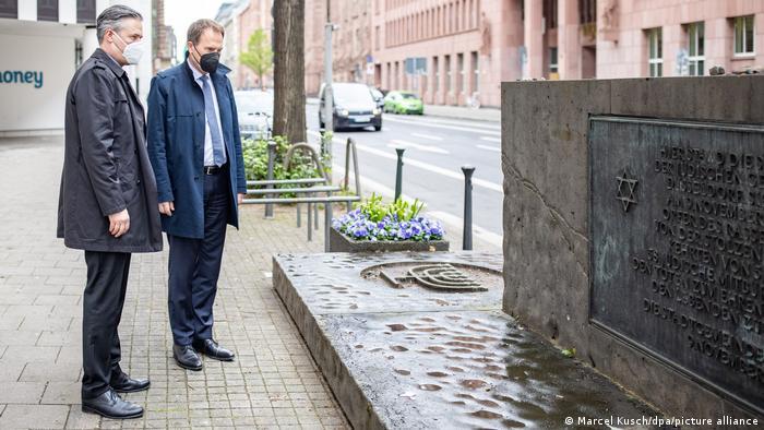 Weltspiegel 12.05.2021 | Deutschland Düsseldorf Synagoge | Brandstiftung Denkmal